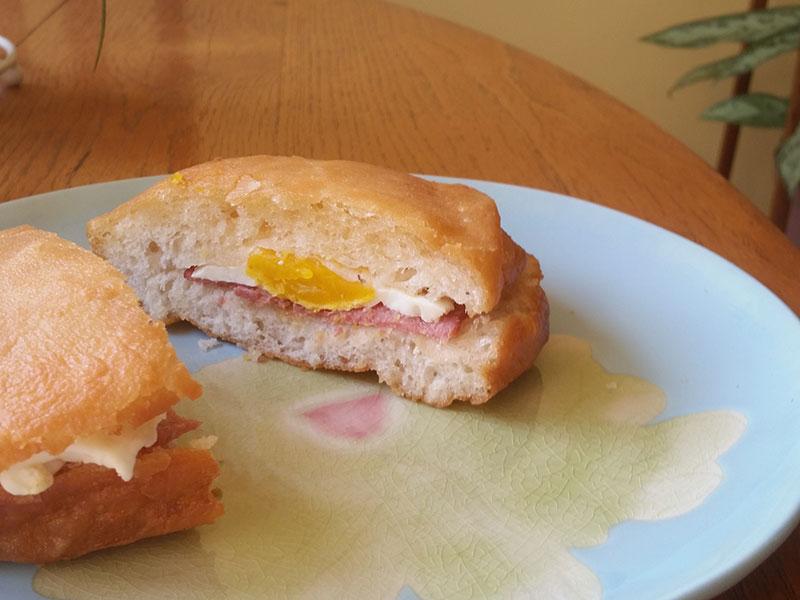 Egg and bacon vetkoek