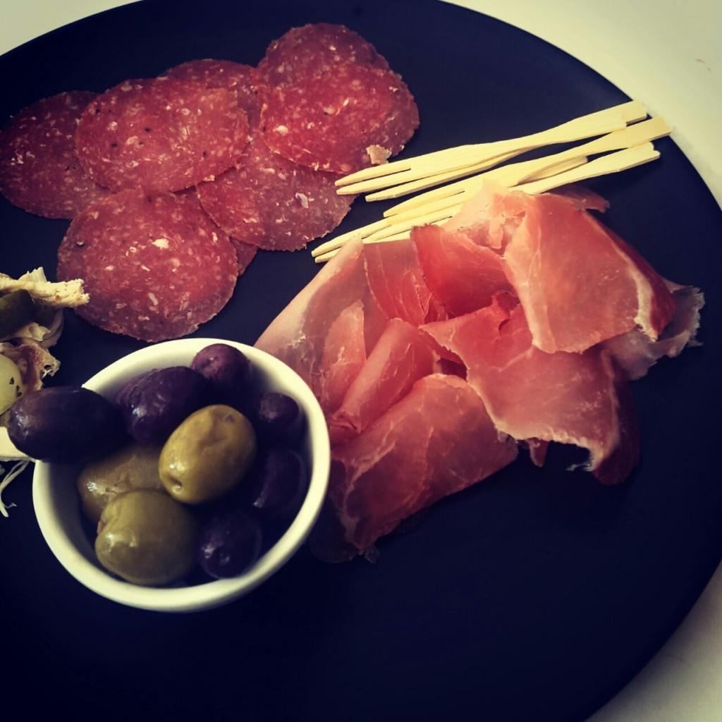 Serrano ham, olives and chourico